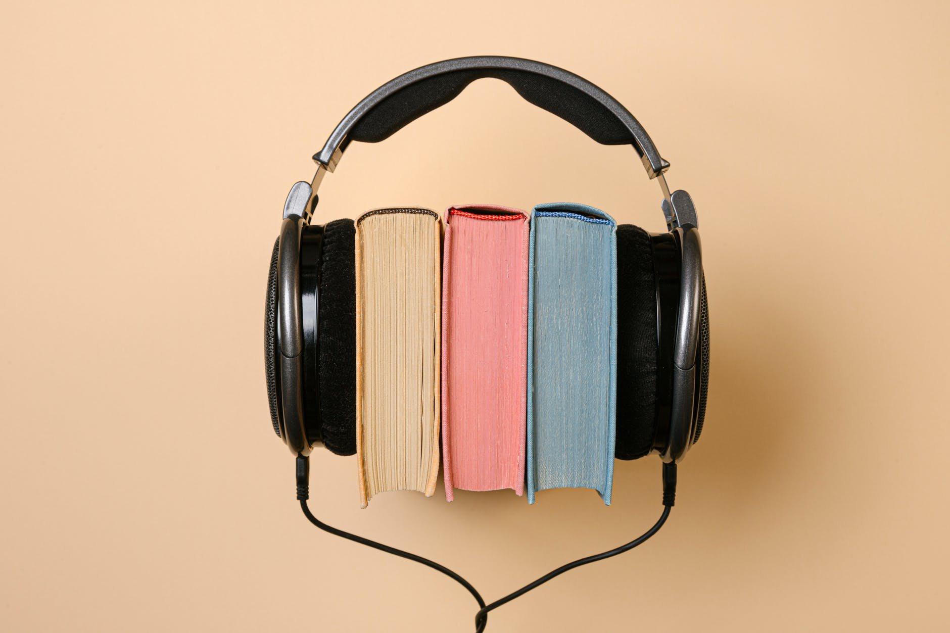 Books and Headphones photo by Stas Knop at pexels